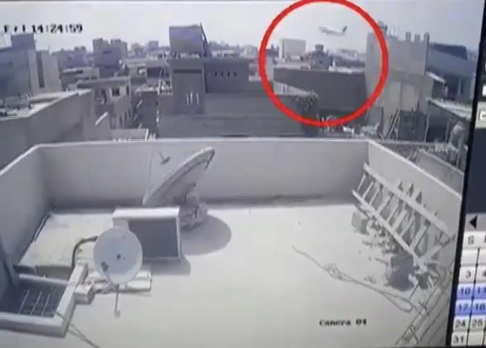 🎥فيديو | تحطم طائرة باكستانية كانت متوجهة من لاهور إلى كراتشي  