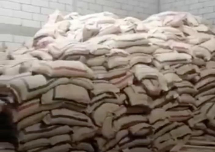 """مكة.. """"التجارة"""" تضبط مستودعًا لتخزين 380 طن أرز بغرض رفع سعره"""