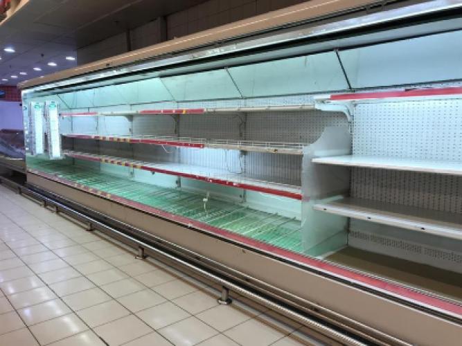 """بعد إصابة أحد العاملين فيه بـ""""كورونا"""".. إتلاف 40 طناً من الأغذية وإجراء تعقيم شامل لمركز تجاري بالأحساء"""