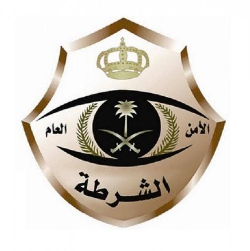 """""""شرطة الرياض"""": القبض على شاب يحمل سلاحًا رشاشًا داخل مركبة ويتباهى به"""