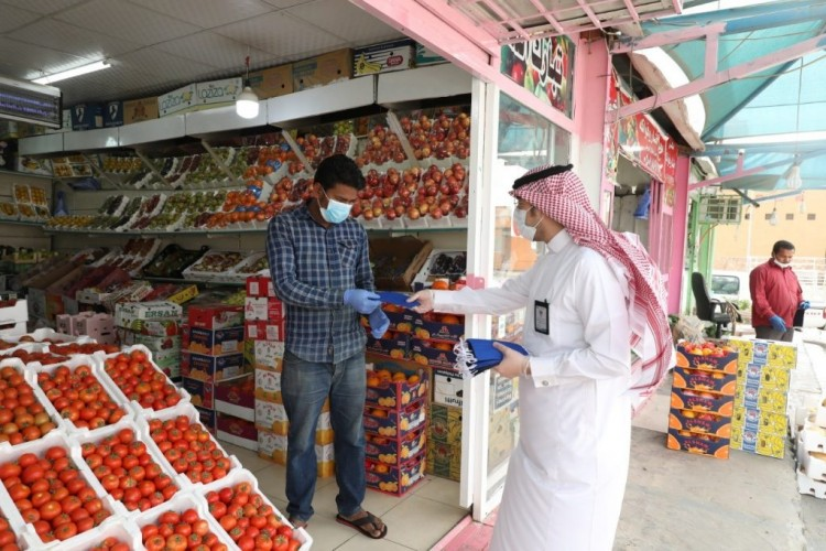 """أمير الجوف يوجه الأمانة وبلدياتها بإطلاق حملة """"وقاية """""""